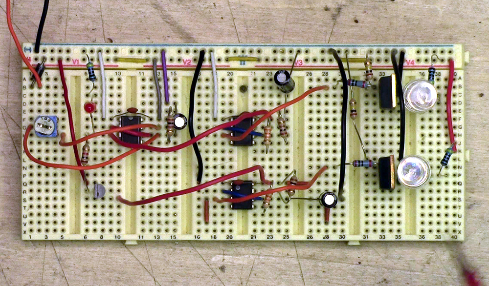 555 dual flasher breadboard